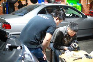 Peter Nguyen repair car